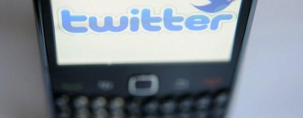 logo-de-twitter-sur-un-ecran-de-smartphone_913890