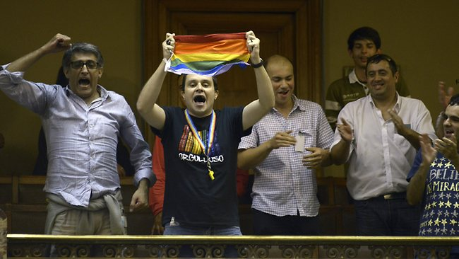 069558-uruguay-gay-marriage