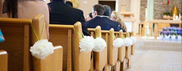 deco-eglise-mariage-boule-fleur