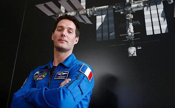 astronaute-francais-thomas-pesquet-36-ans-posant-17-mars-2014-combinaison-agence-spatiale-europeenne-esa-sejournera-2016-1533230-616x380