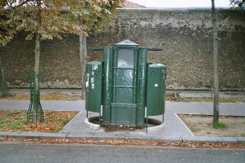 Vespasienne_du_boulevard_Arago