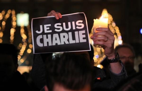 648x415_strasbourg-le-7-janvier-2015-charlie-hebdo-rassemblement-en-hommage-au-journal-satirique-charlie