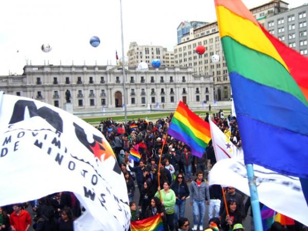 Marcha_gay_en_Santiago_de_Chile,_2009-001