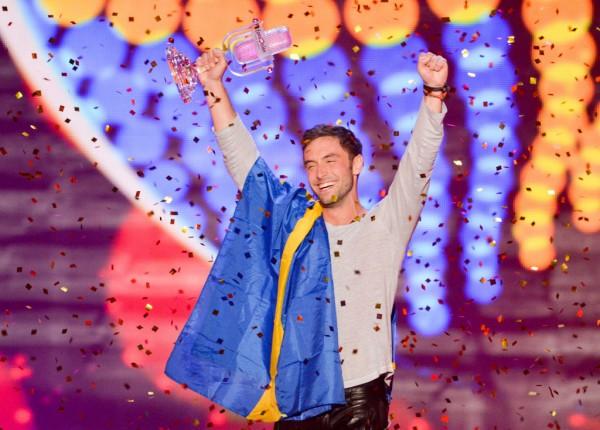 Le-gagnant-de-l-Eurovision-2015-le-Suedois-Mans-Zelmerlow-a-Vienne-le-23-mai-2015_exact1024x768_l