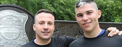 Un couple gay décroche un diplôme de l'Académie de police de Boston