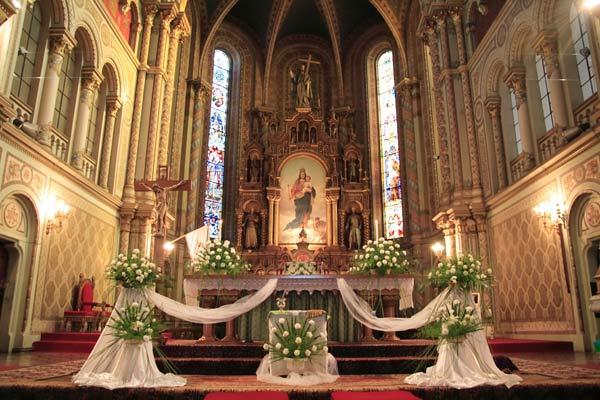 eglise-fleurs-autel