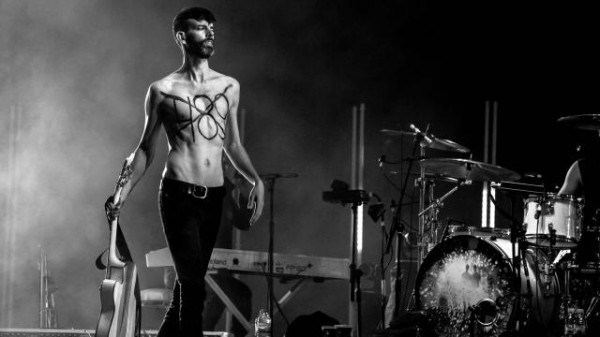 le-groupe-placebo-defend-la-cause-gay-en-plein-concert