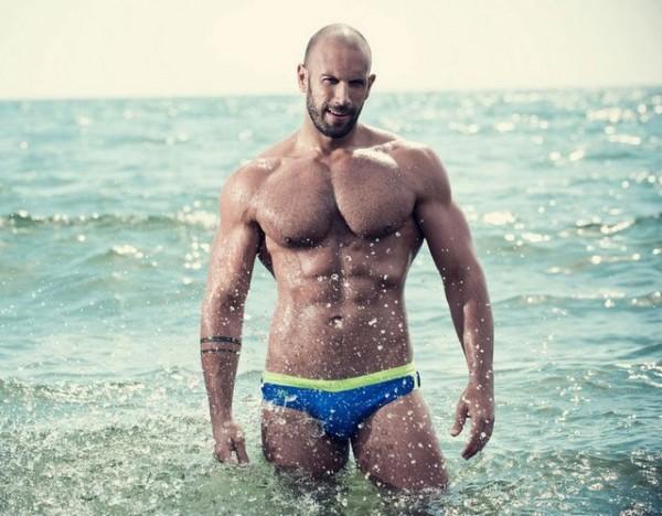In-The-Surf-With-Roberto-Bertolini-1