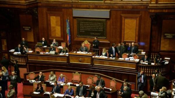 pietro-grasso-topc-president-du-senat-italien-a-la-tete-du-debat-concernant-les-unions-gays-le-2-fevrier-2016-au-senat-a-rome_5514841