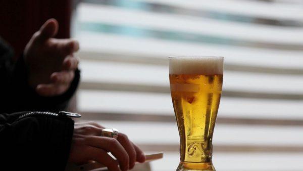 la-modification-de-la-loi-evin-qui-limitait-tres-fortement-la-publicite-pour-l-alcool-inquiete-la-presse-vendredi_5356365