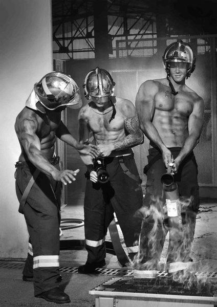 2-le-calendrier-des-pompiers-sans-frontieres-2017-724x1024-1