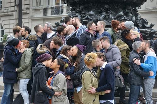 picadilly-kiss1