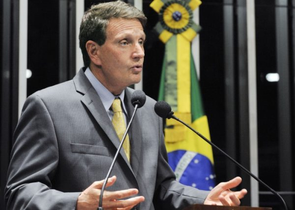 Em discurso na tribuna do plenário do Senado Federal, senador Marcelo Crivella (PRB-RJ)