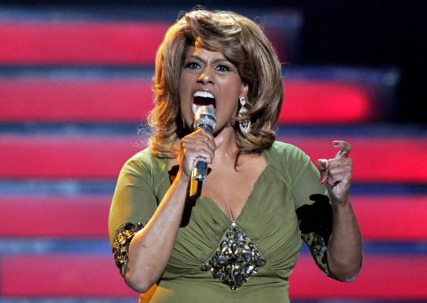 """Singer Jennifer Holliday performs during the 11th season finale of """"American Idol"""" in Los Angeles, California, U.S. on May 23, 2012. REUTERS/Mario Anzuoni/File Photo"""