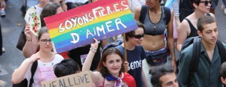 La gay pride défile à Paris pour l'ouverture de la PMA à toutes les femmes