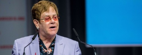 Elton John dénonce les discriminations homophobes en Russie