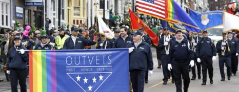 Les gays défilent à la parade de la Saint-Patrick de Boston