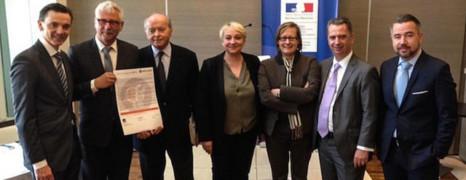 3 entreprises signent une charte française contre l'homophobie
