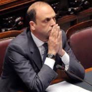 Italie : pas de retranscription des mariages gay