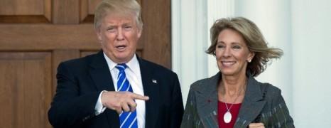 Trump nomme une anti-mariage gay à l'Education