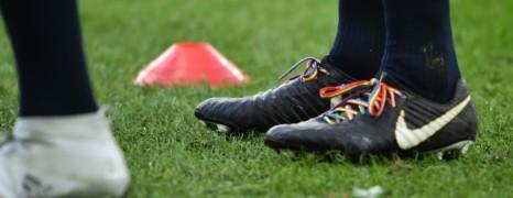 Le XV de France portera samedi des lacets arc-en-ciel