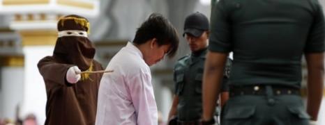 80 coups de bâton pour un couple gay en Indonésie
