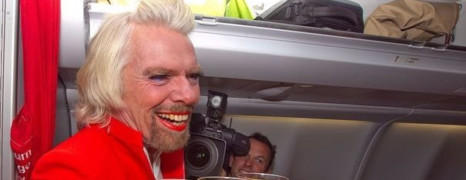 Richard Branson en hôtesse de l'air