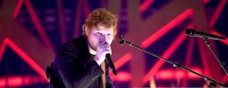 Ed Sheeran regrette d'avoir pincé les fesses de Chris Martin