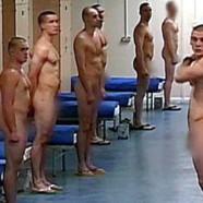 Des soldats obligés de se mettre nus !