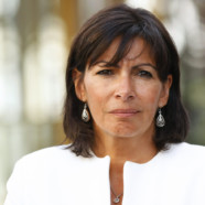 Anne Hidalgo condamne des tags homophobes