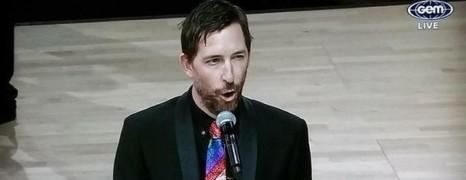 Le ténor Kanen Breen victime d'homophobie