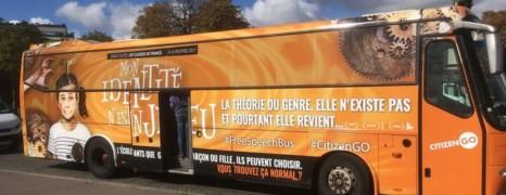 Comment ce bus de la honte a pu circuler dans Paris ?