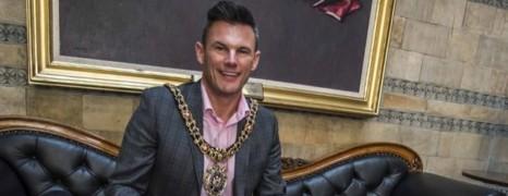 Homophobie : le Lord-Maire de Manchester insulté