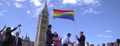 Canada : le premier ministre hisse le drapeau LGBT devant le parlement
