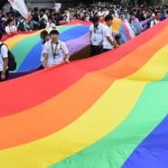 Indonésie: un couple gay arrêté pour une photo intime sur Facebook