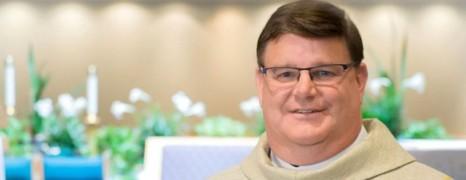 US : un prêtre fait son coming out en pleine messe