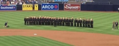 Une chorale gay humiliée pendant qu'elle chante l'hymne américain à San Diego