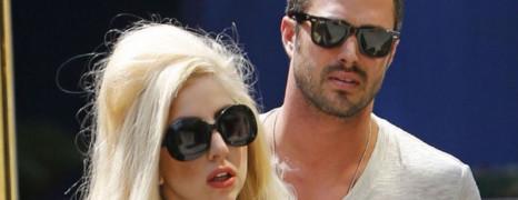 Lady Gaga annonce ses fiançailles avec Taylor Kinney