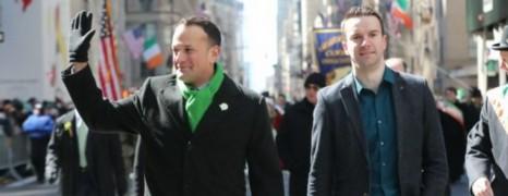 Le Premier ministre irlandais a défilé avec son compagnon à la parade de la St-Patrick à New York
