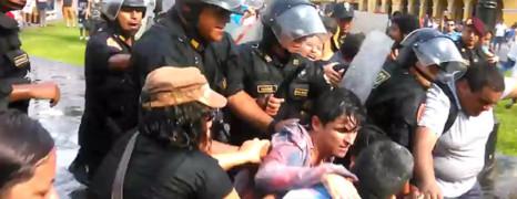 Un kiss in gay réprimé au Pérou