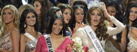 Miss univers : le présentateur critique la loi anti-gay