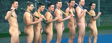 Des hockeyeurs nus contre l'homophobie