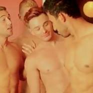 VIDEO : Petit-Q fait appel à des stars gays
