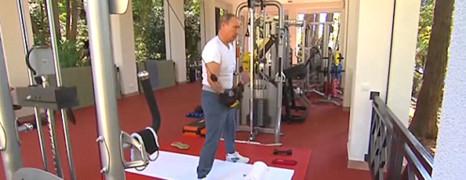 Poutine et son nouveau partenaire de musculation !