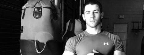 Nick Jonas en couv de mag gay