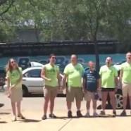 Vidéo : une chorale gay chante pour faire taire des manifestants homophobes