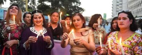 Le Pakistan adopte une loi pour les personnes transgenres
