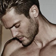 Armani choisit Jason Morgan