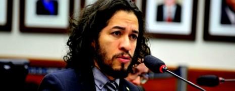 Brésil : un député gay renonce à son mandat et s'exile