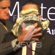 Le patron gay de Qantas entarté
